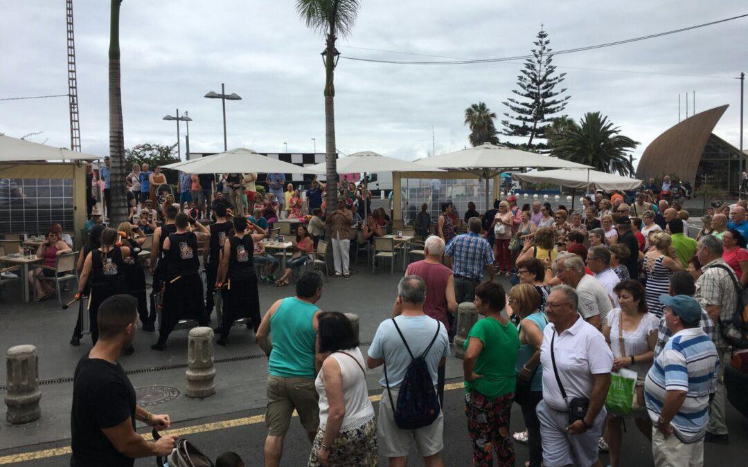Miles de personas acuden a Puerto Street Market