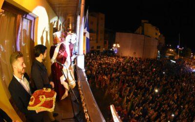 Más de quince mil personas siguen la cabalgata de los Reyes Magos de Oriente de Puerto de la Cruz