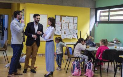 El alcalde visita la Ludoteca de La Vera para conocer las inquietudes de los más pequeños