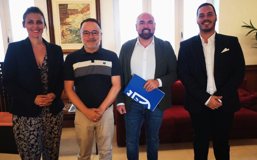Reunión con el consejero insular de Turismo