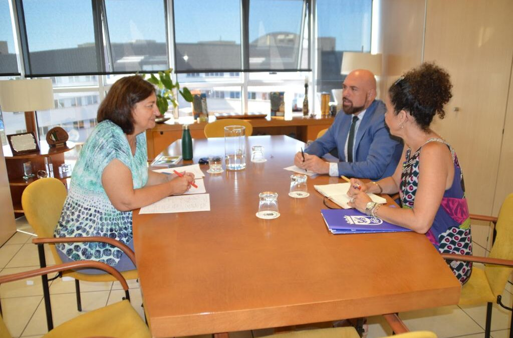 Reunión con la consejera de Educación del gobierno canario
