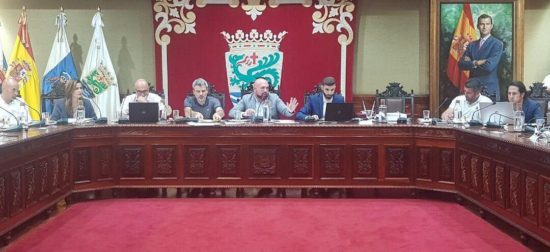 Manrique concita la unanimidad del pleno para realzar la obra del lanzaroteño en la ciudad turística
