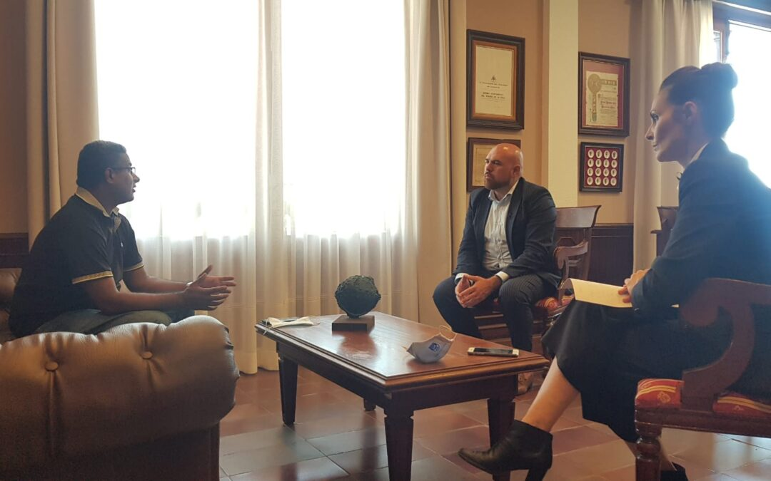 Puerto de la Cruz se reúne con Sunil Rijhwani, presidente de la comunidad hindú y destacado empresario de la ciudad