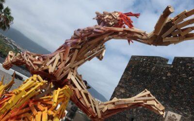 Con el 'Saltafuego' de Luigi Stinga, Puerto de la Cruz recuerda la esencia del fuego en la noche de San Juan
