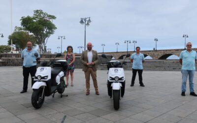 Puerto de la Cruz recibe dos motos eléctricas para el servicio de notificación