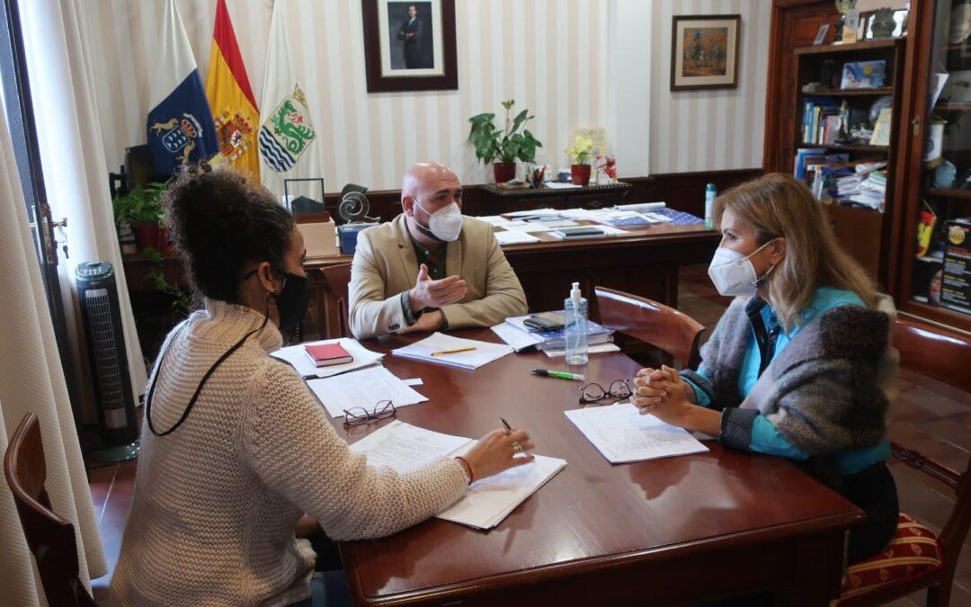 Puerto de la Cruz planifica las obras en los centros educativos con la directora de Infraestructuras Educativas