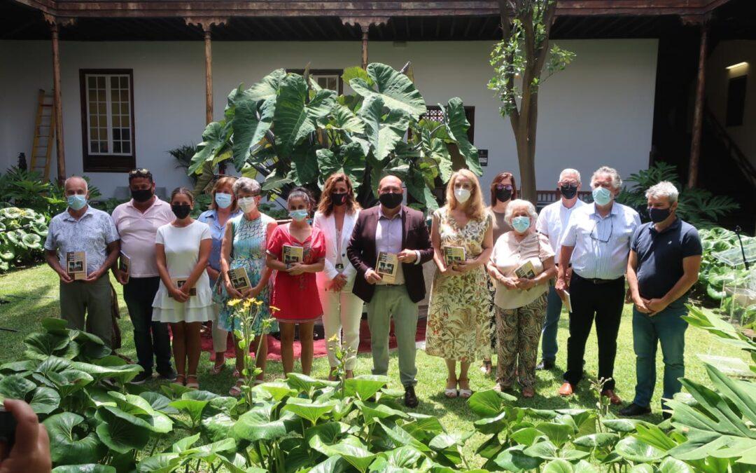 Puerto de la Cruz presenta el libro 'Relatos y vivencias portuenses: el turismo bajo las miradas de sus gentes'