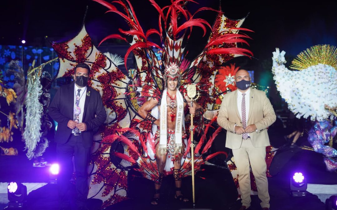Tenerife corona a Alexis Estrada como su nuevo Rey del Carnaval 2021 en Puerto de la Cruz