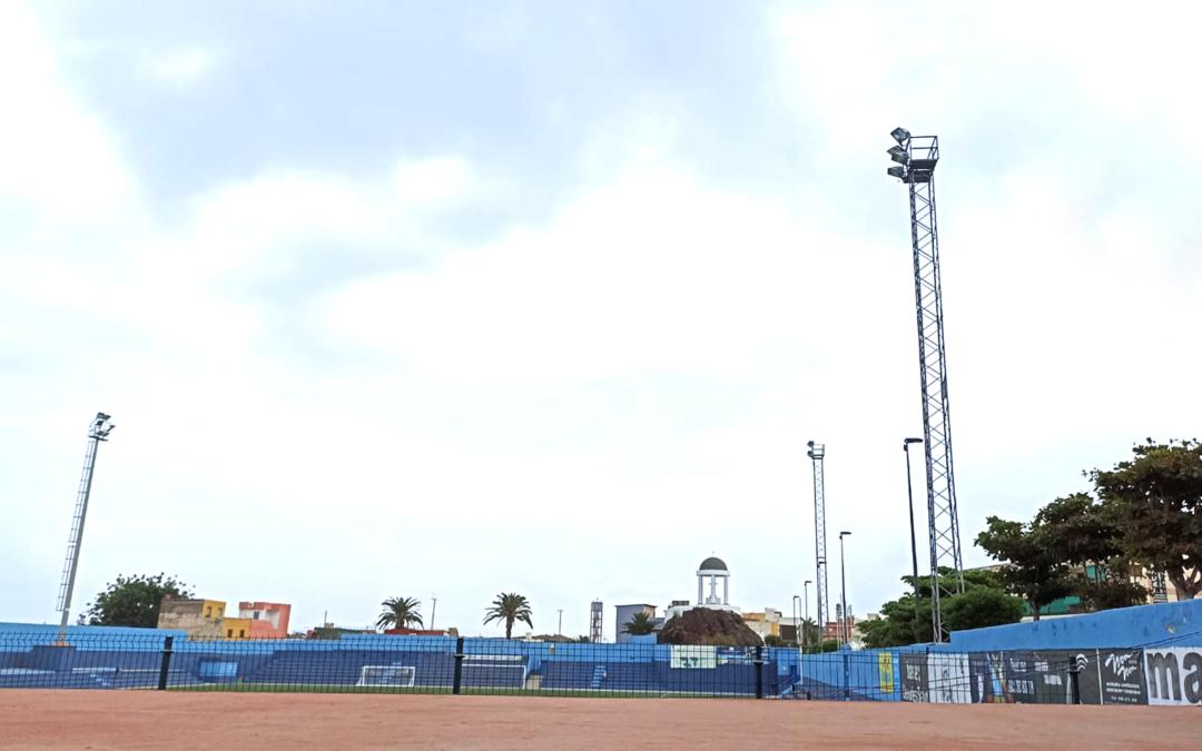 Puerto de la Cruz mejora la iluminación en el Estadio municipal El Peñón